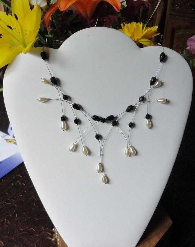 Collier mariage perles ivoire et noires