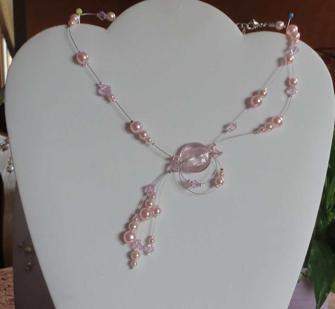 Collier mariage , perles nacrées rose