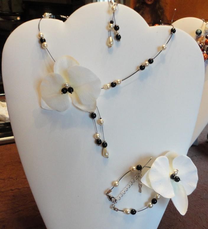 Collier fil câblé, orchidée, collier mariage