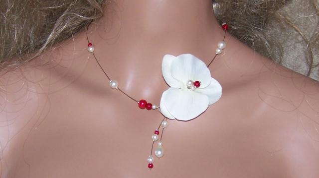Collier orchidée perles rouge et ivoire