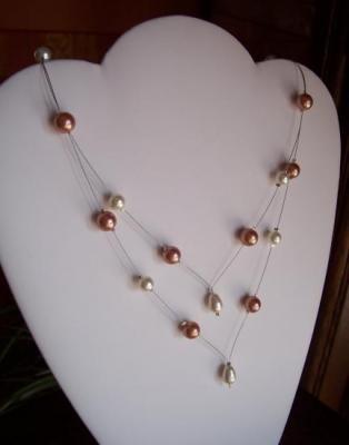 Collier mariage, en V, perles nacrées ivoire saumon