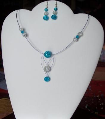 Collier fil câblé et perles craquelées, collier fantaisie mariage pas cher