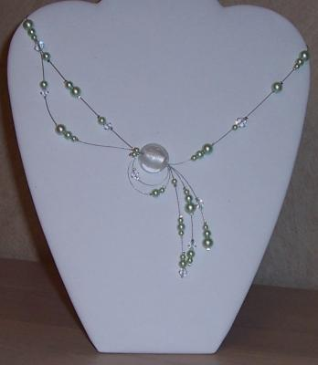 Collier mariage perles vert anis