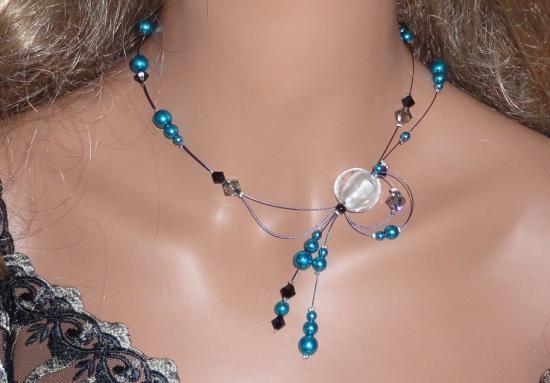 Collier fantaisie fil câblé perles bleues