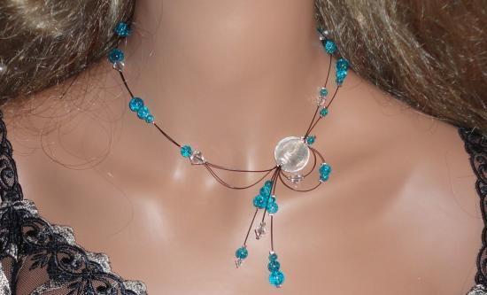Collier fil câblé perles bleues
