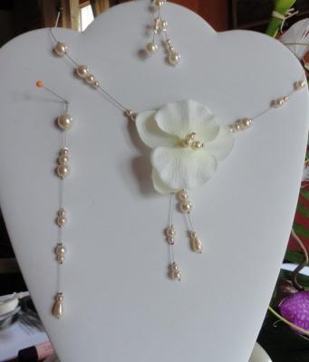 Collier maraige orchidée perles ivoire
