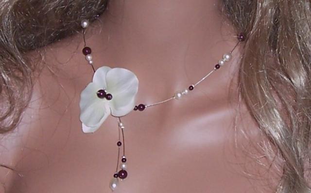 Collier mariage fil câblé, orchidée, perles black berry