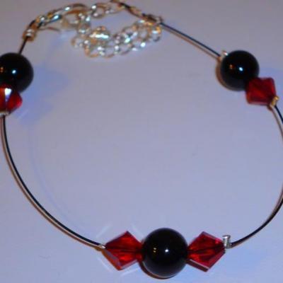 Bracelet noir , rouge