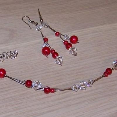 Bracelet perles nacrées rouge et toupies cristal
