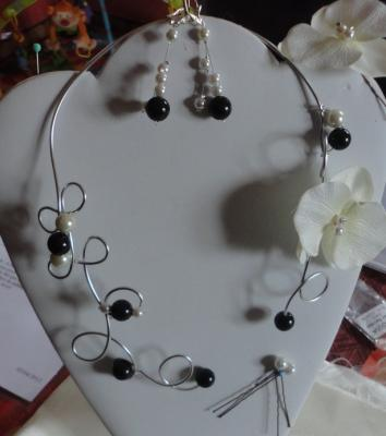 Collier mariage sur fil alu et orchidée
