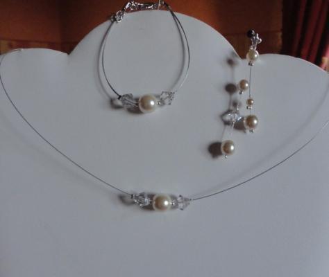 Collier mariage fil câblé, perle nacrée et toupies